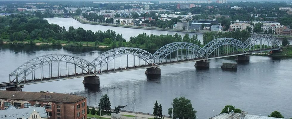 1024px-Riga-Blick_von_Petrikirche03